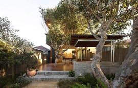 Exterior of the modern Sydney Residence