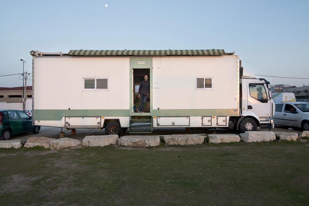 truck home Truck Home: Ingenious Israeli Turns Truck Into Exquisite & Ergonomic House On Wheels