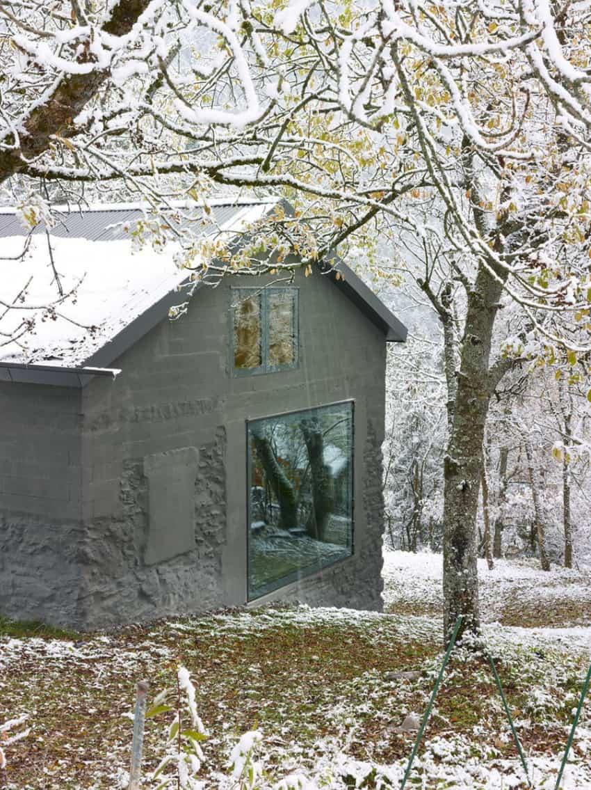 project Savioz House 7 Barn Converted into Minimalist Holiday House in Ayent, Switzerland